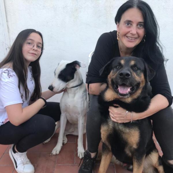 Belén y María con sus perros